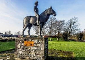 A_sculpture_of_Máel_Seachnaill_II_in_Trim,_Co._Meath,_by_James_McKenna