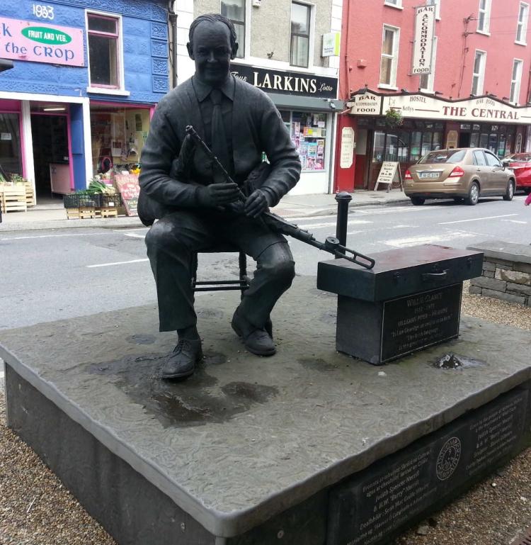 willie_clancy_statue