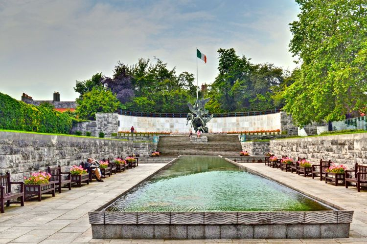 garden-of-remembrance-parnell-square-dublin-ireland